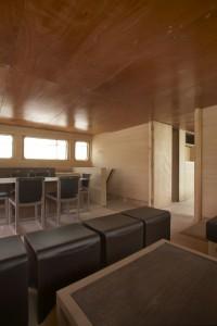 Mobilier du salon du Kéréon 78', un design de Luc Simon, un construction du chantier naval du groupe Simon à Kénitra (Maroc).